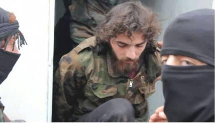 Cette photo d'un des soldats sommairement exécutés après la prise de l'hôpital Al-Kindi à Alep est l'une des plus impressionnantes. Ignorée par les médias mainstream, elle est en passe de devenir une îcone au sein des communautés Araméennes (dont est issu Jésus de Nazareth) et chrétiennes.