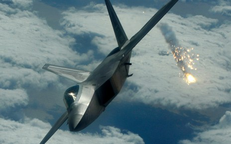 US F-22s Fire Warning Flares as Russian Jets Enter Safe Zone in Syria - Reports 24