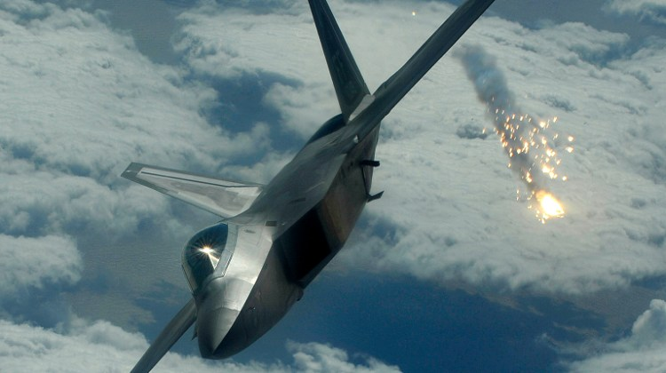 US F-22s Fire Warning Flares as Russian Jets Enter Safe Zone in Syria - Reports 1