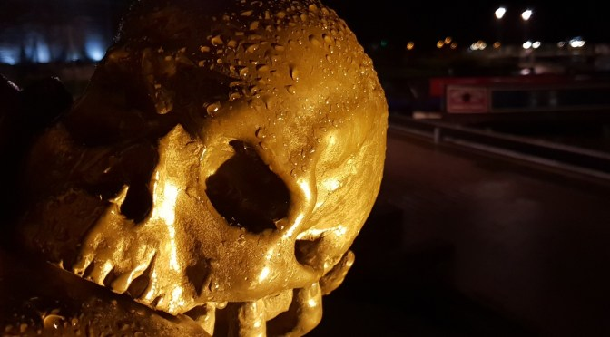 The skull of Yorick, held by the Hamlet statue in Stratford-upon-Avon ©Stratfordblog.com