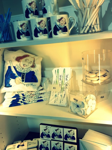 Shakespeare-inspired gifts in the shop ©Stratfordblog.com