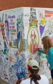 A colouring wall outside Shakespeare's Birthplace ©Stratfordblog.com