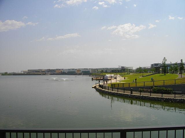640px-Koshigaya_LakeTown_Pond_1