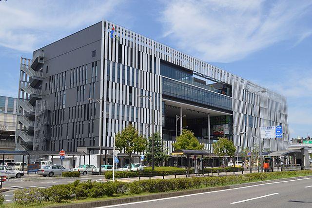 Civic_Complex_Building_in_front_of_Owari-Ichinomiya_Station_ac_(8)