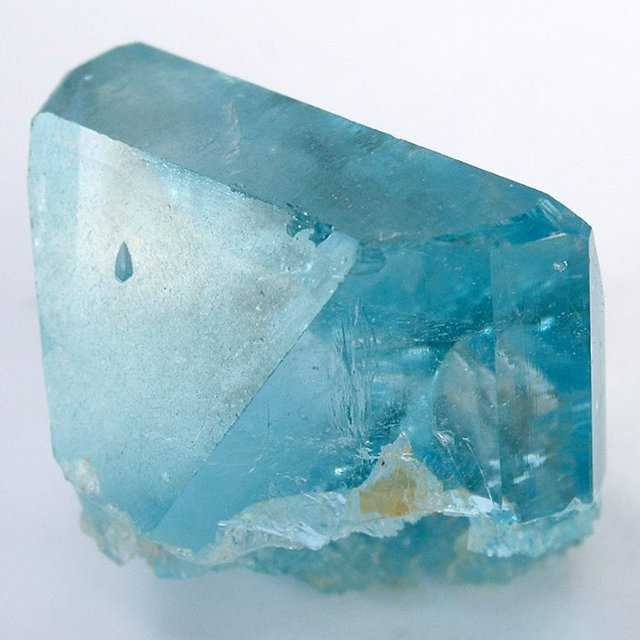 Birthstones and Their Meanings - November - Topaz