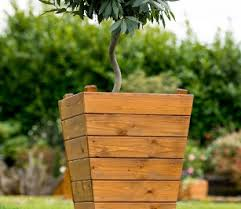 Tom Chambers Iona Planter available from strawberry Garden centre uttoxeter