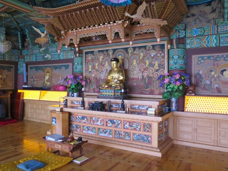 Mu Ryang hoped the Mountain Spirit Center could function as a bridge between Korean Buddhists and the growing number of American converts.