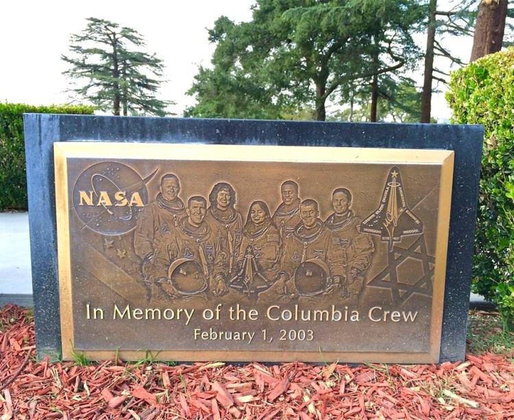 It is a memorial to the crews of the doomed Space Shuttles Challenger and Columbia. The insignia for Columbia is painted on its left side, the Challenger on its right. Plaques in the lawn directly below the insignia portray the seven astronauts who perished in their respective spacecraft. The crew members aren't buried with the other aviation stars at the Portal, but the Shuttle model serves as their cenotaph.