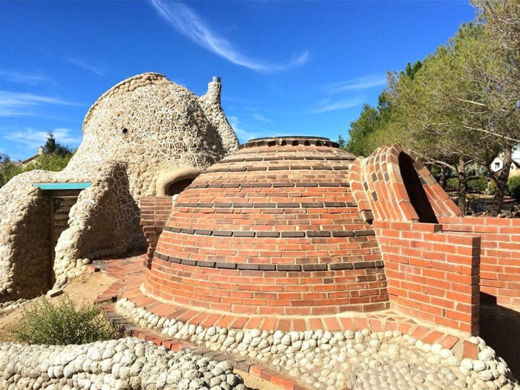 Khalili also is known for his Geltaftan Earth-and-Fire construction system aka, Ceramic Houses.