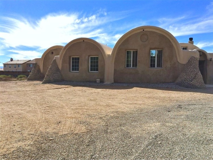 The Earth One Vaulted tract home prototype exhibits how Khalili's building technique may be applied to more traditional contemporary homes found throughout SoCal suburbs.