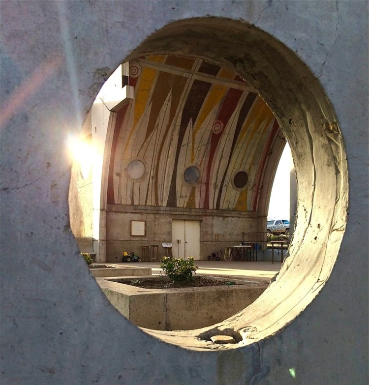 Arcosanti is the study of the concept of arcology, which combines architecture and ecology.