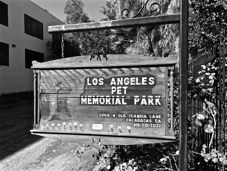 Originally called the Los Angeles Pet Cemetery, the park was founded and dedicated on September 4, 1928. It is one of the oldest facilities of its kind on the West Coast.