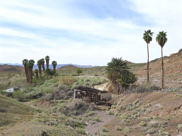The earliest miners in the area reported arrowheads, pottery, and stone structures around the spring.