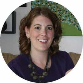 Christina Hidek, Organizing Guru + De-Cluttering Coach in the Organizing Oasis, a membership site for all looking to get more organized, save time and money and get relief from the chaos clutter causes