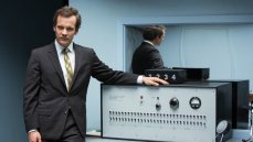 Peter Sarsgaard is Stanley Milgram in Michael Almereyda's 'Experimenter'