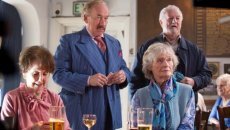 Una Stubbs, Simon Callow, Virginia McKenna, and Bernard Hill star in the British caper comedy