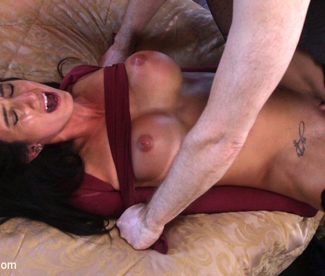 Discover How To Put A Pillowcase That Is Very Simple To Perform For Rapid Bondage And Gaining Leverage During Sex Danarama Demonstrates How Easily You Dona
