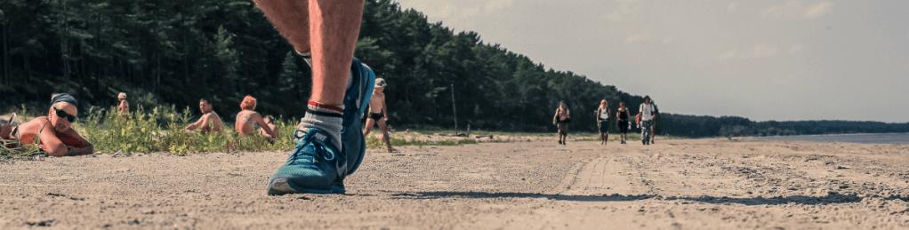 Pārgājiens gar jūru - Kā izvēlēties pārgājienu apavus | STREELNIEKS.LV