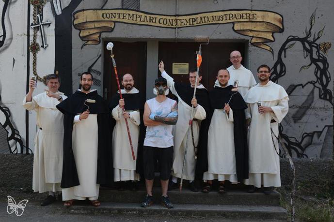 100Taur entouré des frères Dominicains, Toulouse, 2015