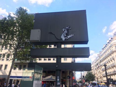 Banksy toyé, rue rambuteau, Paris 3, 2018 ©Streep
