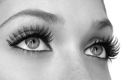 false-eyelashes-first-image