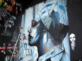 Wandbild mit Leiter