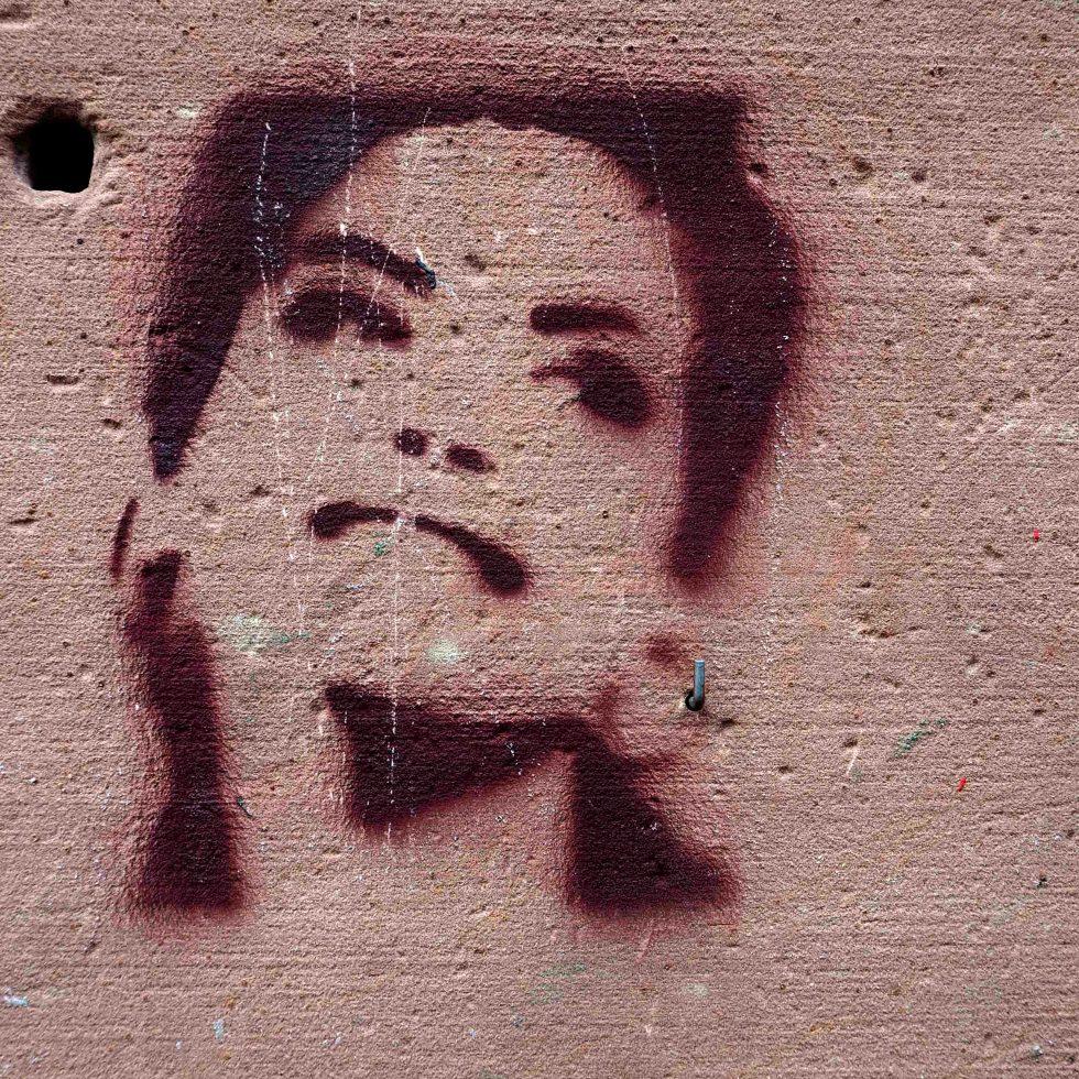 Stencil das einen Frauenkopf darstellt