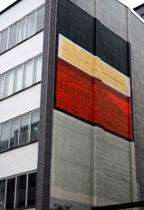 Smash137 hat riesige Farbbalken auf die Wand gebracht