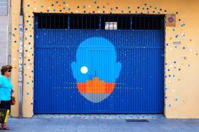 Blauer Kopf mit Mond und Hafen