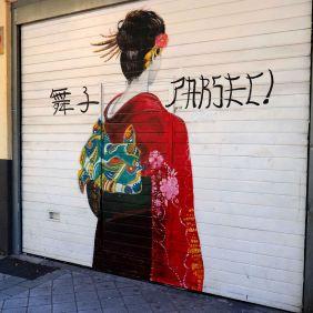 Eine Asiatin von hinten
