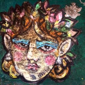 ein Gesicht mit Blumen im Haar
