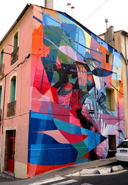 Mural mit Mann und Fernglas