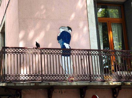 Liebespaar auf Balkon