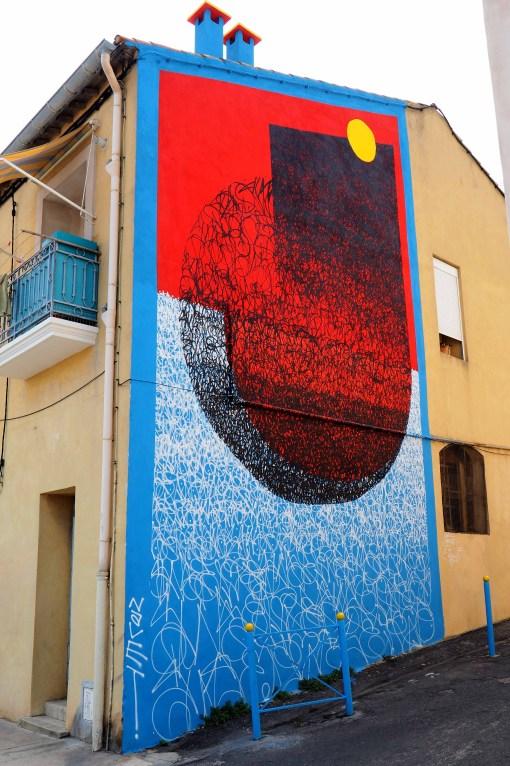 Mural in Blau, rot und weiß