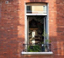 Malerei durchs geschlossene Fenster