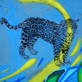 Leopard mit gelbem Streifen