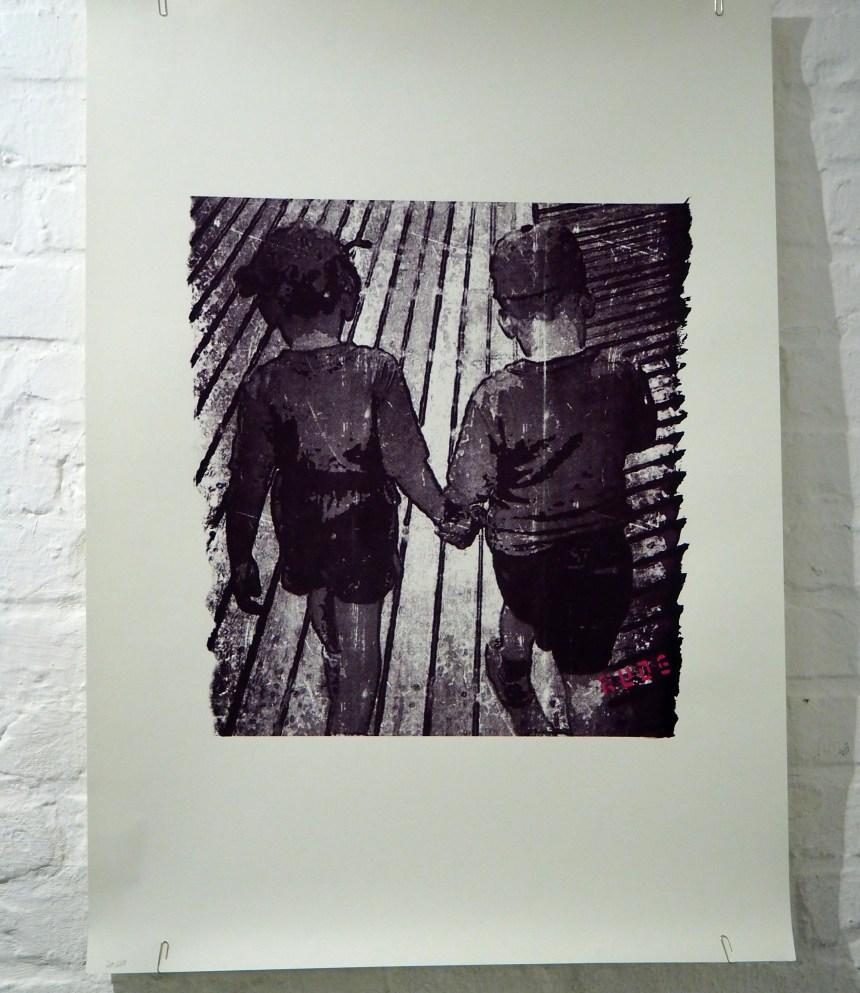 Zwei Kinder Hand in Hand