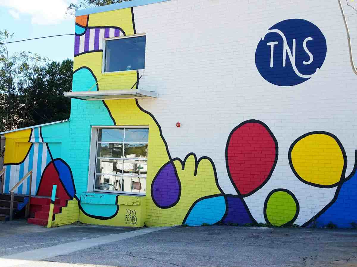 Wall of a school with a loping line and primary colors by Yoyo Ferro