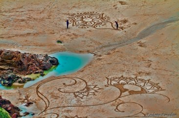 Blog: Mind Blowing Beach Art by Andres Amador!