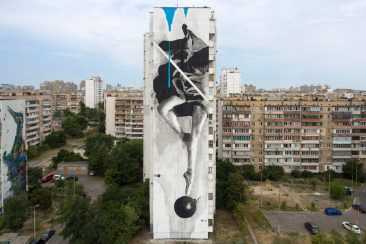iNO Paints a Mural in Kiev
