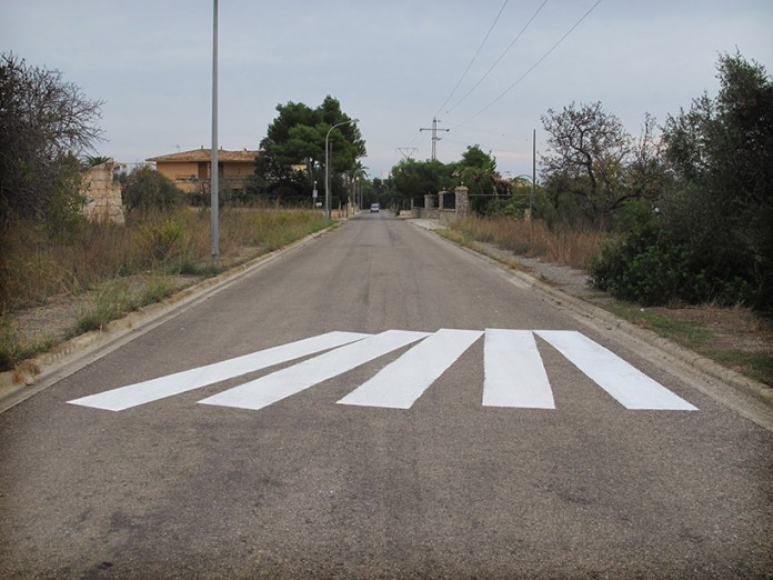 Street Art by Sath in Mallorca, Spain - Efecto domino