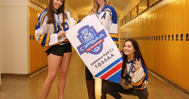 Lawrence Park Collegiate girls hockey players