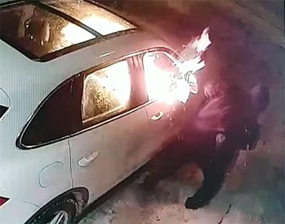 arsonist flees
