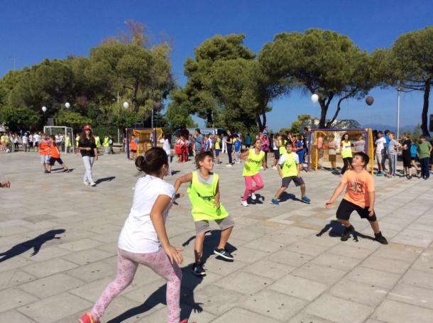 Greece Serifato Handball Club 500 children to Street Handball in the Square Psilalonia5