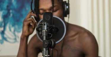 Naira Marley Blasts Twitter Snitches Who Hinted Lagos State Government To Arrest Him