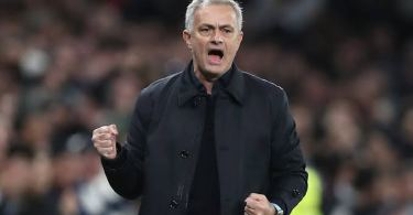 Mourinho critical of referee after Spurs lose to Chelsea