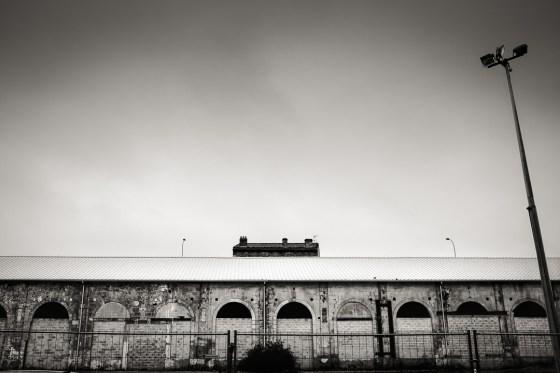 Le pont de la Palombe Bleue détruira ce vieux bâtiment des anciens ateliers de Bordeaux.