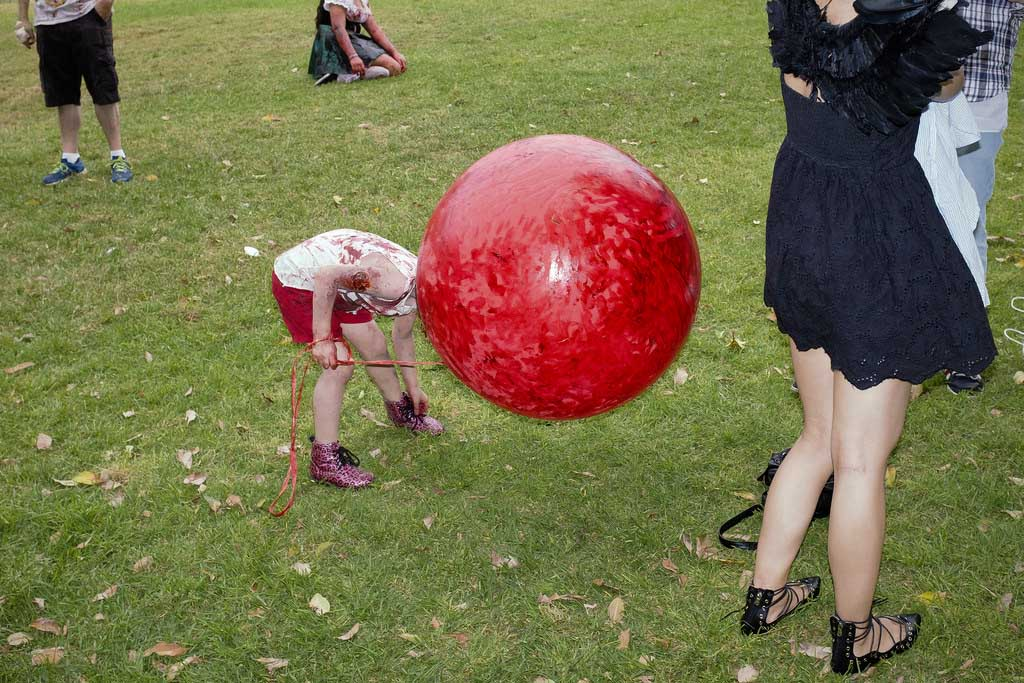 Featured theme #2 – Red Balloon Instead of the Head