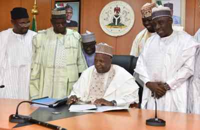 Gov Inuwa Yahaya Signs 2020 Budget