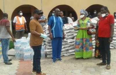 Okonta Donates Food stuff to Ika South